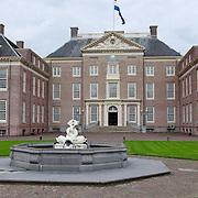 NLD/Apeldoorn/20110913 - Prinses Margriet ontvangt erebestuur Internationaal Paralympisch Comite, paleis Het Loo