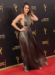 Vanessa Hudgens bei der Ankunft zur Verleihung der Creative Arts Emmy Awards in Los Angeles / 110916 <br /> <br /> *** Arrivals at the Creative Arts Emmy Awards in Los Angeles, September 11, 2016 ***