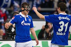 19-11-2011 VOETBAL: SCHALKE 04 - FC NURNBERG: GELSENKIRCHEN<br /> Klaas-Jan Huntelaar scoort de 1-0 en viert dit met Julian Draxler <br /> ***NETHERLANDS ONLY***<br /> ©2011-FRH- NPH/Kurth