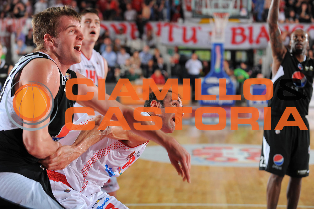 DESCRIZIONE : Varese Lega A 2010-11 Cimberio Varese Pepsi Caserta<br /> GIOCATORE : Diego Fajardo<br /> SQUADRA : Cimberio Varese<br /> EVENTO : Campionato Lega A 2010-2011<br /> GARA : Cimberio Varese Pepsi Caserta<br /> DATA : 03/04/2011<br /> CATEGORIA : Rimbalzo<br /> SPORT : Pallacanestro<br /> AUTORE : Agenzia Ciamillo-Castoria/A.Dealberto<br /> Galleria : Lega Basket A 2010-2011<br /> Fotonotizia : Varese Lega A 2010-11 Cimberio Varese Pepsi Caserta<br /> Predefinita :