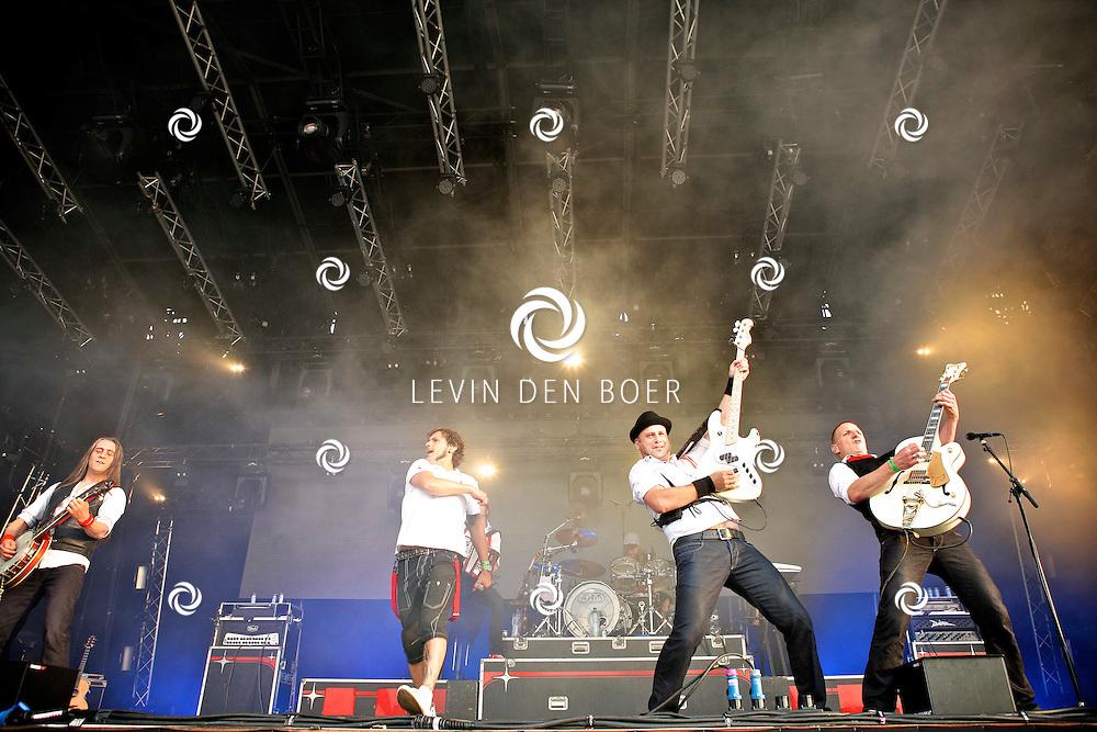 LIESHOUT - Bavaria Open Air Festival. Met op de foto  de band BZB. FOTO LEVIN DEN BOER - PERSFOTO.NU