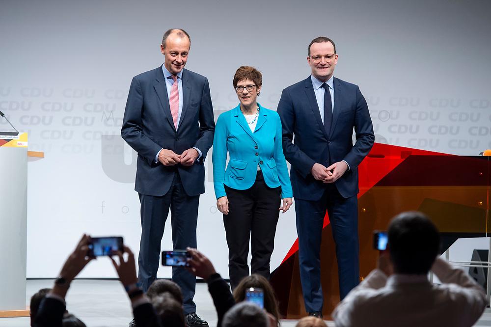 30 NOV 2018, BERLIN/GERMANY:<br /> Friedrich Merz (L), CDU, Rechtanwalt und ehem. stellv. CDU/CSU Fraktionsvorsitzender, Annegret Kramp-Karrenbauer (M), CDU Generalsekretaerin, und Jens Spahn (R), CDU, Bundesgesundheitsminister, vor Beginn der Debatte, waehrend der Regionalkonferenz der CDU zur Vorstellung der Kandidaten fuer das Amt des Bundesvorsitzenden der CDU, Estrell Convention Center<br /> IMAGE: 20181130-01-002<br /> KEYWORDS: Smartphone