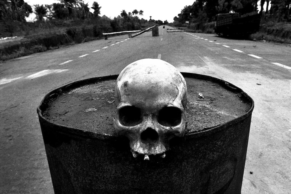 SIERRA LEONE. MAY 1999..Skull on an oil drum at an ECOMOG checkpoint outside Freetown. .PHOTO:KIM HAUGHTON