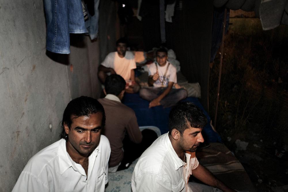 Ragazzi Afgani accampati in una zona di Roma Refugee camp of emergency by Afghans in area of rome.