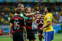08.07.2014, Mineirao, Belo Horizonte, BRA, FIFA WM, Brasilien vs Deutschland, Halbfinale, im Bild Disskussionsbedarf.<br /> vl, Philipp Lahm (GER), Manuel Neuer (GER), Tomas Mueller (GER) und Hulk (BRA) // during Semi Final match between Brasil and Germany of the FIFA Worldcup Brazil 2014 at the Mineirao in Belo Horizonte, Brazil on 2014/07/08. EXPA Pictures © 2014, PhotoCredit: EXPA/ Eibner-Pressefoto/ Cezaro<br /> <br /> *****ATTENTION - OUT of GER*****