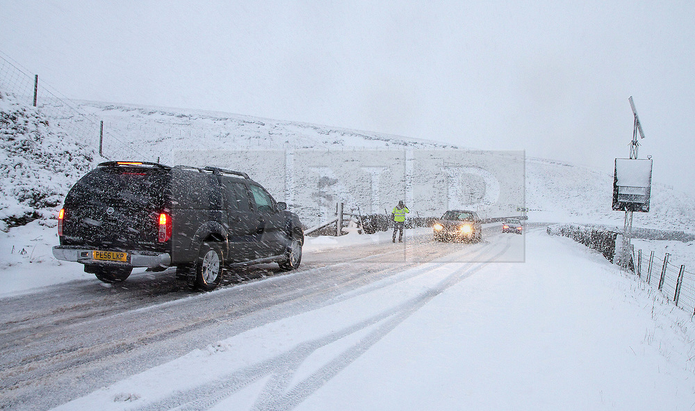 © Licensed to London News Pictures. 27/01/2012. Derbyshire, UK. Drivers struggle through snow and ice along Peak District's notorious Snake Pass Road between Manchester and Sheffield on January 27th, 2012. Photo credit : Joel Goodman/LNP