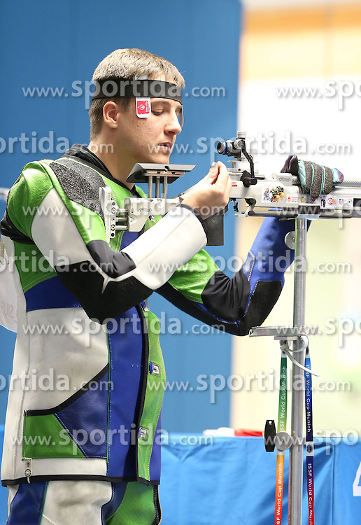 05.09.2015, Olympia Schiessanlage Hochbrueck, Muenchen, GER, ISSF World Cup 2015, Gewehr, Pistole, Herren, 10 Meter Luftgewehr, im Bild Oleh Tsarkov (UKR) // during the men's 10M air rifle competition of the 2015 ISSF World Cup at the Olympia Schiessanlage Hochbrueck in Muenchen, Germany on 2015/09/05. EXPA Pictures &copy; 2015, PhotoCredit: EXPA/ Eibner-Pressefoto/ Wuest<br /> <br /> *****ATTENTION - OUT of GER*****