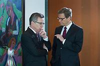 06 FEB 2013, BERLIN/GERMANY:<br /> Thomas de Maiziere (L), CDU, Bundesverteidigungsminister, und Guido Westerwelle (R), FDP, Bundesaussenminister, im Gespraech, vor Beginn der Kabinettsitzung, Bundeskanzleramt<br /> IMAGE: 20130206-01-013<br /> KEYWORDS: Sitzung, Kabinett, Unterlagen, Thomas de Maizière, Gespräch