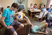 Paul Denissen leest een artikel voor uit de NRC tijdens het ontbijt. HPT Delft en Amsterdam is in Senftenberg voor de recordpogingen op de Dekra baan.<br /> <br /> Paul Denissen is reading an article in the Dutch newspaper at breakfast. The Human Power Team Delft and Amsterdam has arrived in Senftenberg (Germany) to break the world record on the one hour time trial at the Dekra test track.