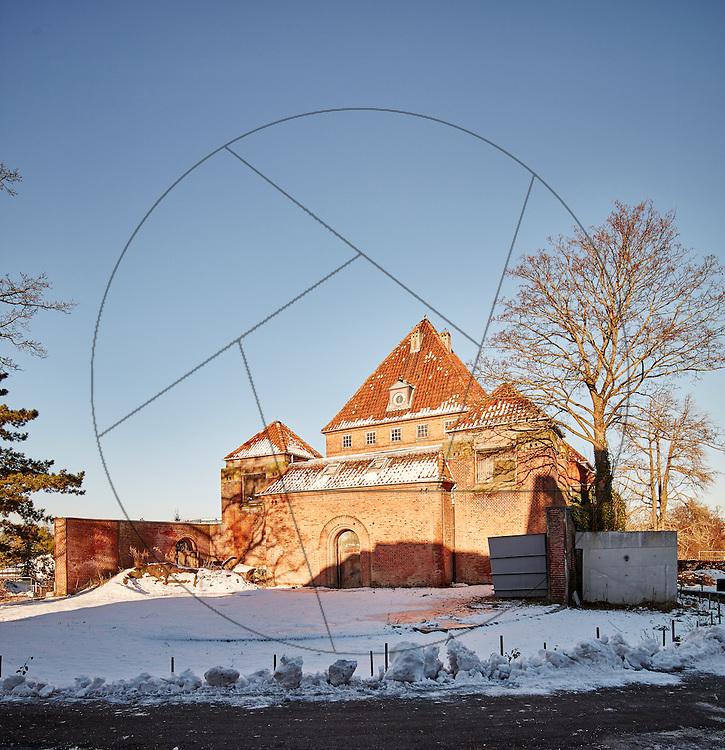 Det gamle Elefanthus, før renovering, før miljøsanering, Københavns Zoo, Københavns Zoologiske have, facade, udeområde, vintersne,