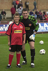 IAN BOWLING GOALKEER WITH MASCOT WILLIS,   Kettering Town v Telford United Conference,    5th October 2002