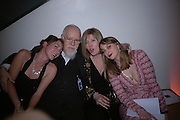 Poppy de Villeneuve, Sir Peter Blake, Lady Blake and Daisy de Villeneuve. National Portrait Gallery  150th Anniversary Fundraising Gala. National Portrait Gallery. London. 28 February 2006. ONE TIME USE ONLY - DO NOT ARCHIVE  © Copyright Photograph by Dafydd Jones 66 Stockwell Park Rd. London SW9 0DA Tel 020 7733 0108 www.dafjones.com