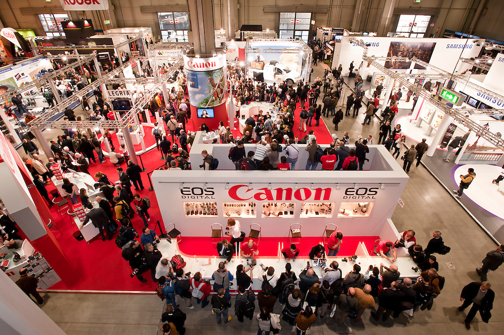 MILAN - MARCH 25: Canon stand at Photoshow 2011 in Milan Fair on March 25, 2011.