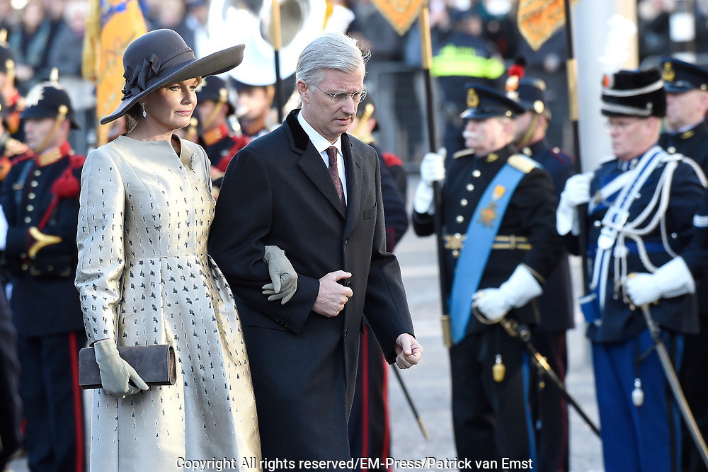 Staatsbezoek aan Nederland van Zijne Majesteit Koning Filip der Belgen vergezeld door Hare Majesteit Koningin <br /> Mathilde aan Nederland.<br /> <br /> State Visit to the Netherlands of His Majesty King of the Belgians Filip accompanied by Her Majesty Queen<br /> Mathilde Netherlands<br /> <br /> op de foto / On the photo: De Belgische koning Filip en koningin Mathilde leggen een krans bij het nationaal monument op de Dam  ////  The Belgian King Philippe and Queen Mathilde lay a wreath at the National Monument on the Dam
