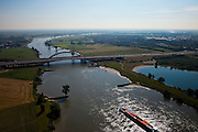 Nederland, Utrecht, Vianen, 23-06-2010; scheepvaartverkeer op de Lek ter hoogte van de Lekbrug Vianen. Foto naar het oosten, Hagesteinse Brug (A27) aan de horizon. .Shipping at the Lek near the Lekbrug Vianen. Photo to the east, Hagesteinse Bridge (A27) on the horizon..luchtfoto (toeslag), aerial photo (additional fee required).foto/photo Siebe Swart