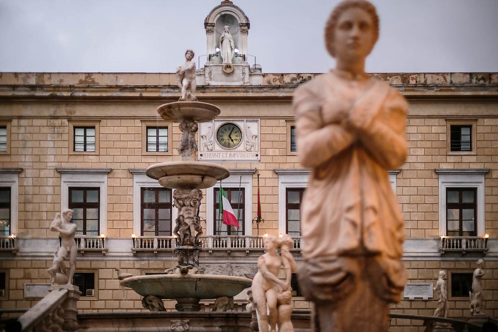 Palermo: piazza Pretoria e palazzo Pretorio.