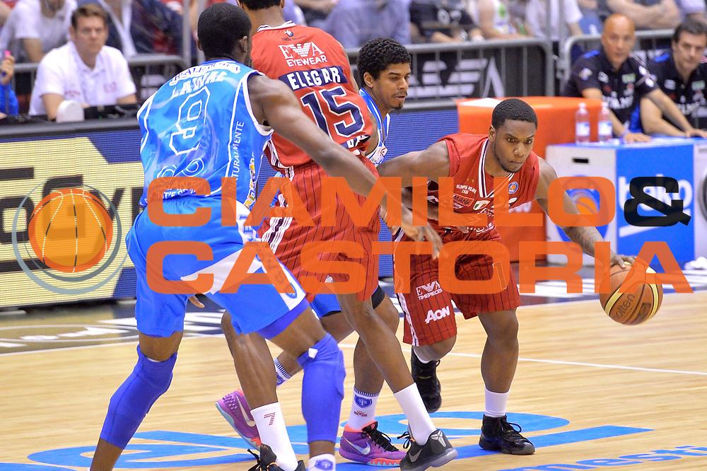 DESCRIZIONE : Milano Lega A 2014-15 EA7 Emporio Armani Milano vs Banco di Sardegna Sassari playoff Semifinale gara 1 <br /> GIOCATORE : Joe Ragland<br /> CATEGORIA : Palleggio blocco sequenza<br /> SQUADRA : EA7 Emporio Armani Milano<br /> EVENTO : PlayOff Semifinale gara 1<br /> GARA : EA7 Emporio Armani Milano vs Banco di Sardegna SassariPlayOff Semifinale Gara 1<br /> DATA : 29/05/2015 <br /> SPORT : Pallacanestro <br /> AUTORE : Agenzia Ciamillo-Castoria/Mancini Ivan<br /> Galleria : Lega Basket A 2014-2015 Fotonotizia : Milano Lega A 2014-15 EA7 Emporio Armani Milano vs Banco di Sardegna Sassari playoff Semifinale  gara 1 Predefinita :