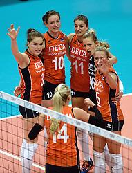 03-10-2015 NED: Volleyball European Championship Semi Final Nederland - Turkije, Rotterdam<br /> Nederland verslaat Turkije in de halve finale met ruime cijfers 3-0 / Yvon Belien #3, Lonneke Sloetjes #10, Anne Buijs #11, Debby Pilon-Stam #16, Maret Balkestein-Grothues #6, Laura Dijkema #14
