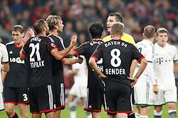 05.10.2013, BayArena, Leverkusen, GER, 1. FBL, Bayer 04 Leverkusen vs FC Bayern Muenchen, 8. Runde, im Bild Oemer Toprak #21 (Bayer 04 Leverkusen), Simon Rolfes #6 (Bayer 04 Leverkusen) und Lars Bender #8 (Bayer 04 Leverkusen) diskutieren mit dem Schiedsrichter // during the German Bundesliga 8th round match between Bayer 04 Leverkusen and FC Bayern Munich at the BayArena, Leverkusen, Germany on 2013/10/05. EXPA Pictures © 2013, PhotoCredit: EXPA/ Eibner/ Grimme<br /> <br /> ***** ATTENTION - OUT OF GER *****