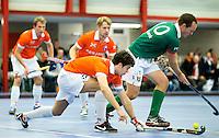 HEEMSKERK- Zaalhockey - Dominic Aarts van Bloemendaal met Lennart Smit (r) van Alkmaar. Bloemendaal-Alkmaar.  Copyright Koen Suyk