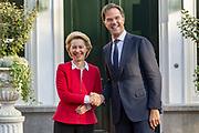 Premier Rutte ontvangt aankomend voorzitter van de Europese Commissie Ursula von der Leyen op het Catshuis in Den Haag
