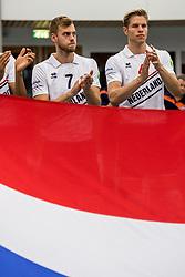 12-05-2017 NED: Nederland - Tsjechië, Amstelveen<br /> De Nederlandse volleybal mannen spelen hun eerste oefeninterland in de Emergohal in Amstelveen tegen Tsjechië. Deze wedstrijd staat in het teken van de verplaatsing van het Bankrasmomument. Nederland speelde daarom in speciale oude Nederlandse shirts uit 1992 / Gijs Jorna #7, Thijs ter Horst #4