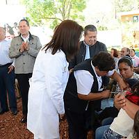 Ixtapan de la Sal, México.- Eruviel Ávila Villegas, gobernador del Estado de México inauguro las instalaciones del Centro de Salud de Tecomatepec y dio inicio de manera oficial a la Primera Semana Nacional de Salud 2016.  Agencia MVT / José Hernández.