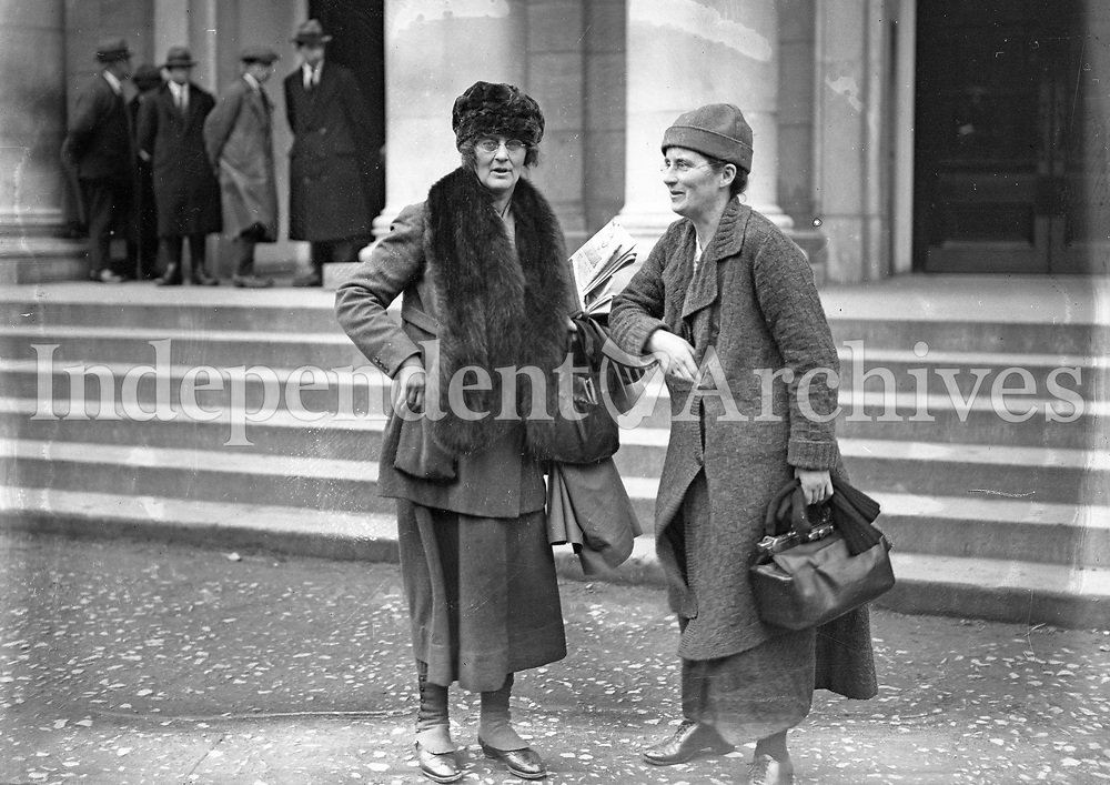 L-R: Constance Markievicz, Kathleen Lynn at Earlsfort Terrace, probably taken at the treaty debates, Dec 1921-Jan 1922. Kathleen Lynn was born in Cong, Co Mayo, daughter of a Bishop of the Church of Ireland. She completed her medical training and by 1913 was Chief Medical Officer of the Citizen Army. (Part of the Independent Newspapers Ireland/NLI Collection)