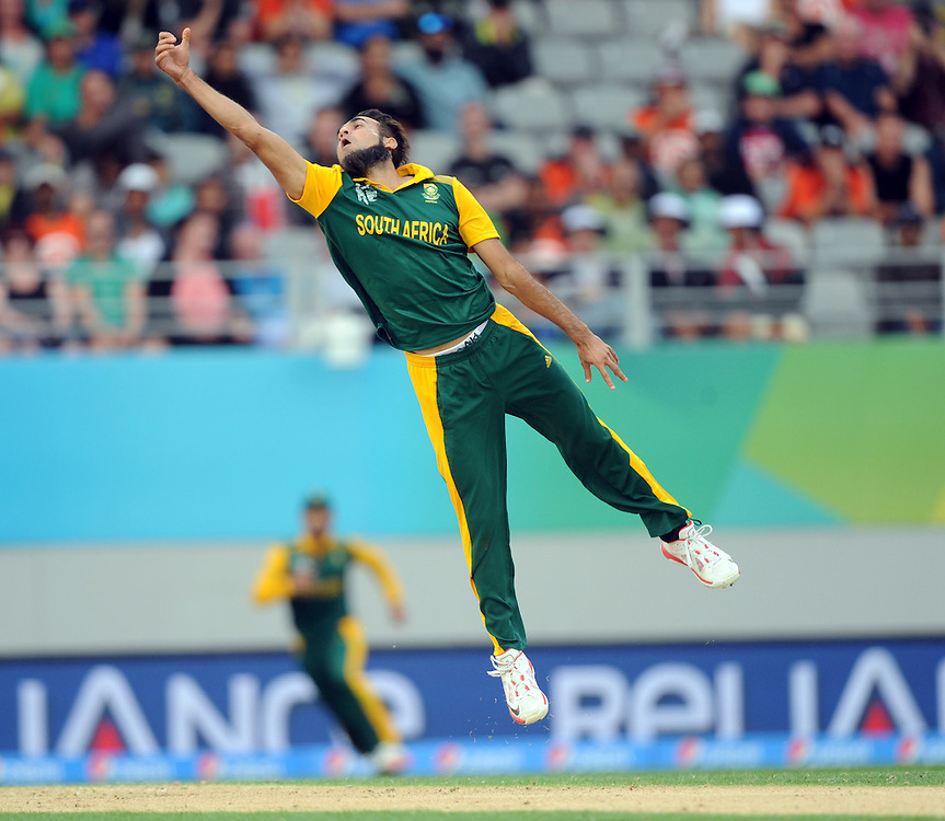 South Africa's Muhammad Imran Tahir attempts against  caught and bowled against Pakistan in the ICC Cricket World Cup at Eden Park, Auckland, New Zealand, Saturday, March 07, 2015. Credit:SNPA / Ross Setford