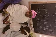 """arrival of new immigrants from Ethiopia, """"Falashmuras"""": Christians converted to Judaism  givaat amatos, Jerusalem  Israel     /// arrivee de nouveau amigrants  """"Falashmuras"""" d'Etiopie   givaat amatos, Jerusalem  Israel Chretiens  du Gundar en cours de conversion au judaisme descendant de la tribu de Dan  /// R00287/    L004319  /  P0007196"""