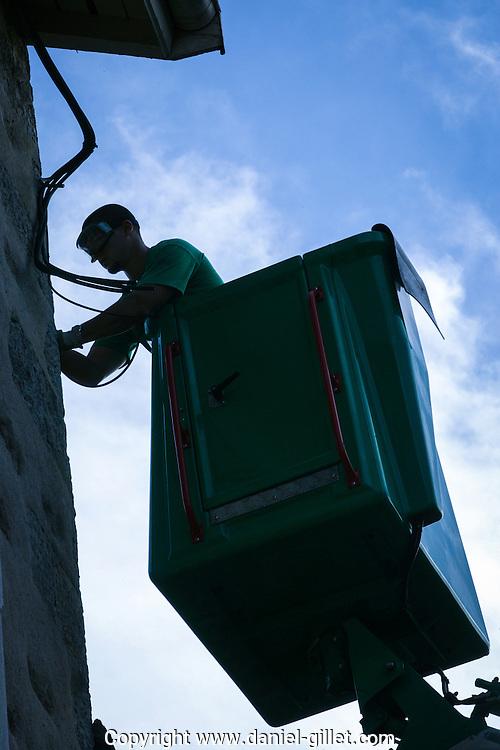 dépos de cables électrique à Poncin  (AIn) pour le syndicat intercommunal de l'ain (SIEA)