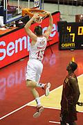 DESCRIZIONE : Milano Lega A 2011-12 EA7 Emporio Armani Milano Umana Venezia Play off gara 1<br /> GIOCATORE : Leon Radosevic<br /> CATEGORIA : schiacciata<br /> SQUADRA :  EA7 Emporio Armani Milano<br /> EVENTO : Campionato Lega A 2011-2012 Play off gara 1 <br /> GARA : EA7 Emporio Armani Milano Umana Venezia<br /> DATA : 18/05/2012<br /> SPORT : Pallacanestro <br /> AUTORE : Agenzia Ciamillo-Castoria/ GiulioCiamillo<br /> Galleria : Lega Basket A 2011-2012  <br /> Fotonotizia : Milano Lega A 2011-12 EA7 Emporio Armani Milano Umana Venezia Play off gara 1<br /> Predefinita :