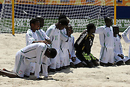 Footbal-FIFA Beach Soccer World Cup 2006 -BHR x NGA - Players Nigerians cry the loss of the vacant- Rio de Janeiro, Brazil - 01/11/2006.<br />