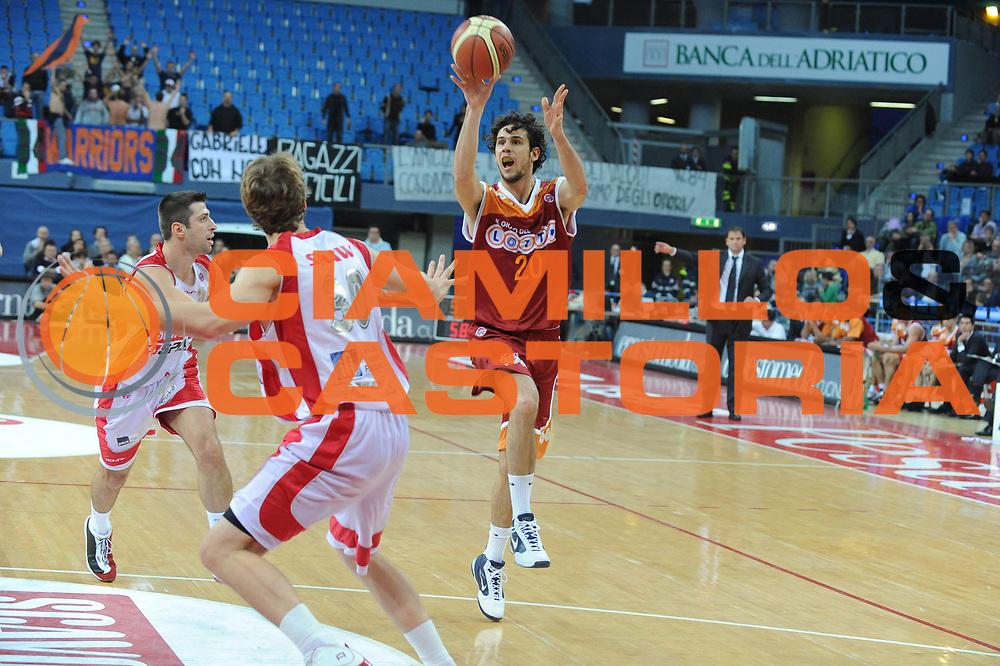 DESCRIZIONE : Pesaro Lega A 2009-10 Basket Scavolini Spar Pesaro Lottomatica Virtus Roma <br /> GIOCATORE : Luca Vitali<br /> SQUADRA : Lottomatica Virtus Roma<br /> EVENTO : Campionato Lega A 2009-2010<br /> GARA : Scavolini Spar Pesaro Lottomatica Virtus Roma<br /> DATA : 15/11/2009<br /> CATEGORIA : Passaggio<br /> SPORT : Pallacanestro<br /> AUTORE : Agenzia Ciamillo-Castoria/G.Ciamillo<br /> Galleria : Lega Basket A 2009-2010 <br /> Fotonotizia : Pesaro Campionato Italiano Lega A 2009-2010 Scavolini Spar Pesaro Lottomatica Virtus Roma <br /> Predefinita :