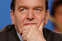 """10 MAR 2002, MAGDEBURG/GERMANY:<br /> Gerhard Schroeder, SPD, Bundeskanzler, gemeinsamer Parteitag der ostdeutschen SPD Landesverbaende unter dem Motto:""""Richtung Zukunft. Politik fuer Ostdeutschland."""", Hotel Maritim<br /> IMAGE: 20020310-01-084<br /> KEYWORDS: Party congress, Gerhard Schröder"""