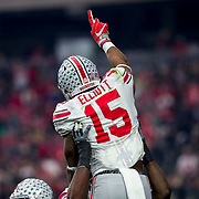 1 January 2016:  Ohio State Buckeyes running back Ezekiel Elliott (15) is hoisted into the air following his touchdown during the BattleFrog Fiesta Bowl game between the Ohio State Buckeyes and the Notre Dame Fighting Irish at University of Phoenix Stadium in Glendale, Arizona. (Photo by Khris Hale / Icon Sportswire)