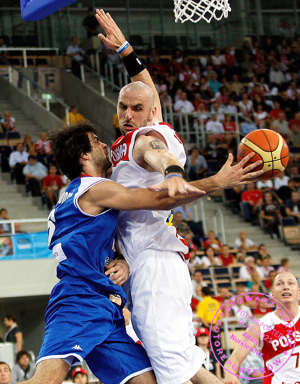 Wroclaw 12/09/2009.EuroBasket 2009.Qualifying Round - Group F.Poland v Serbia.Milos Teodosic of Serbia and Marcin Gortat of Poland ..Photo by : Piotr Hawalej / WROFOTO
