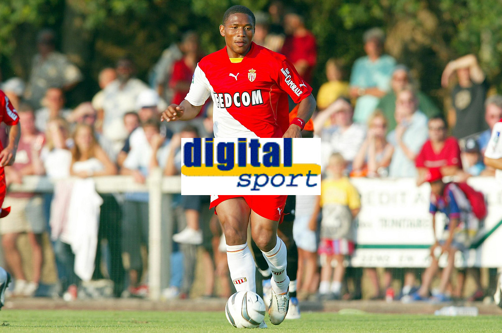 Fotball<br /> Oppkjøring til seriestart i Frankrike 2003/2004<br /> Foto: DPPI/Digitalsport<br /> <br /> NORWAY ONLY<br /> <br /> FOOTBALL - SEASON 2003/2004 - FRIENDLY GAME -  FC LORIENT v AS MONACO - 030709 - JOSE PIERRE FANFAN (ASM) - PHOTO PIERRE MINIER / FLASH PRESS
