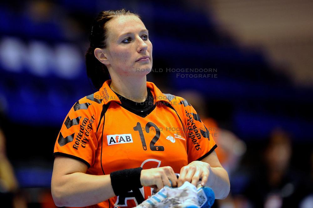 18-10-2009 HANDBAL: NEDERLAND - MACEDONIE: ROTTERDAM<br /> Nederland speelt met 20-20 gelijk tegen Macedonie / Diane Lamein<br /> &copy;2009-WWW.FOTOHOOGENDOORN.NL