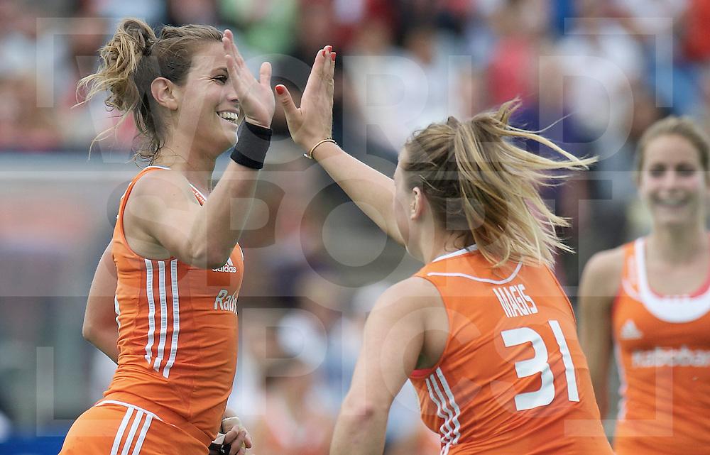 ROTTERDAM - Hock World League Semi Final Women<br /> Netherlands v Chile<br /> foto: Sabine Mol (l) celebrate with MAGIS Valerie<br /> FFU PRESS AGENCY COPYRIGHT FRANK UIJLENBROEK