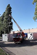 20120612 VIGILI DEL FUOCO AL LAVORO NEL PIAZZALE DELLA FIERA PER ALLESTIRE LA TENDOPOLI