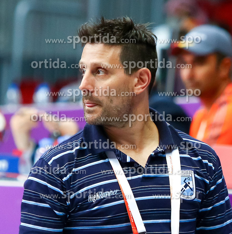 20.01.2015, Duhail Handball Sports Hall, Doha, QAT, IHF, Handball Weltmeisterschaft der Herren, Gruppe C, Argentinien vs Saudi-Arabien, im Bild Guillermo Milano (Assistant Coach ARG) // during the IHF Handball World Championship group C match between Argentina and Saudi Arabia at the Duhail Handball Sports Hall, Doha, Qatar on 2015/01/20. EXPA Pictures © 2015, PhotoCredit: EXPA/ Sebastian Pucher