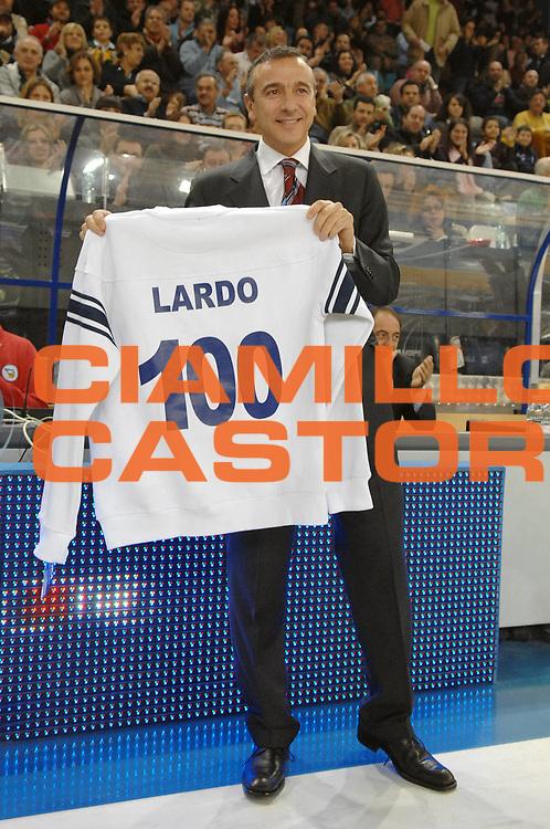 DESCRIZIONE : Rieti Lega A1 2007-08 Solsonica Rieti Cimberio Varese<br /> GIOCATORE : Lino Lardo Cento Panchine<br /> SQUADRA : Solsonica Rieti<br /> EVENTO : Campionato Lega A1 2007-2008 <br /> GARA : Solsonica Rieti Cimberio Varese<br /> DATA : 27/01/2008<br /> CATEGORIA : Premiazione<br /> SPORT : Pallacanestro <br /> AUTORE : Agenzia Ciamillo-Castoria/E. Grillotti