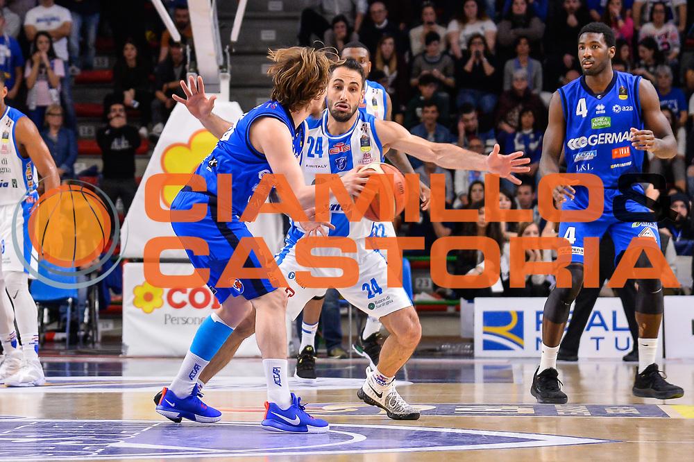 Andrea Traini, Rok Stipcevic<br /> Banco di Sardegna Dinamo Sassari - Germani Basket Leonessa Brescia<br /> Legabasket Serie A LBA PosteMobile 2017/2018<br /> Sassari, 08/04/2018<br /> Foto L.Canu / Ciamillo-Castoria