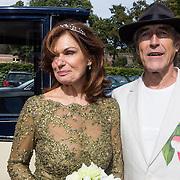 NLD/Blaricum/20130917 - Huwelijk Liz Snoyink en Nicolaas, Liz en partner Nicolaas Oldenburg