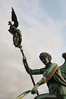 21 JUN 2002, BERLIN/GERMANY:<br /> Die Quadriga auf dem Brandenburger Tor im Detail<br /> IMAGE: 20020621-03-103<br /> KEYWORDS: Denkmal, Pferd, Sehenswuerdigkeit, Sehenswürdigkeit