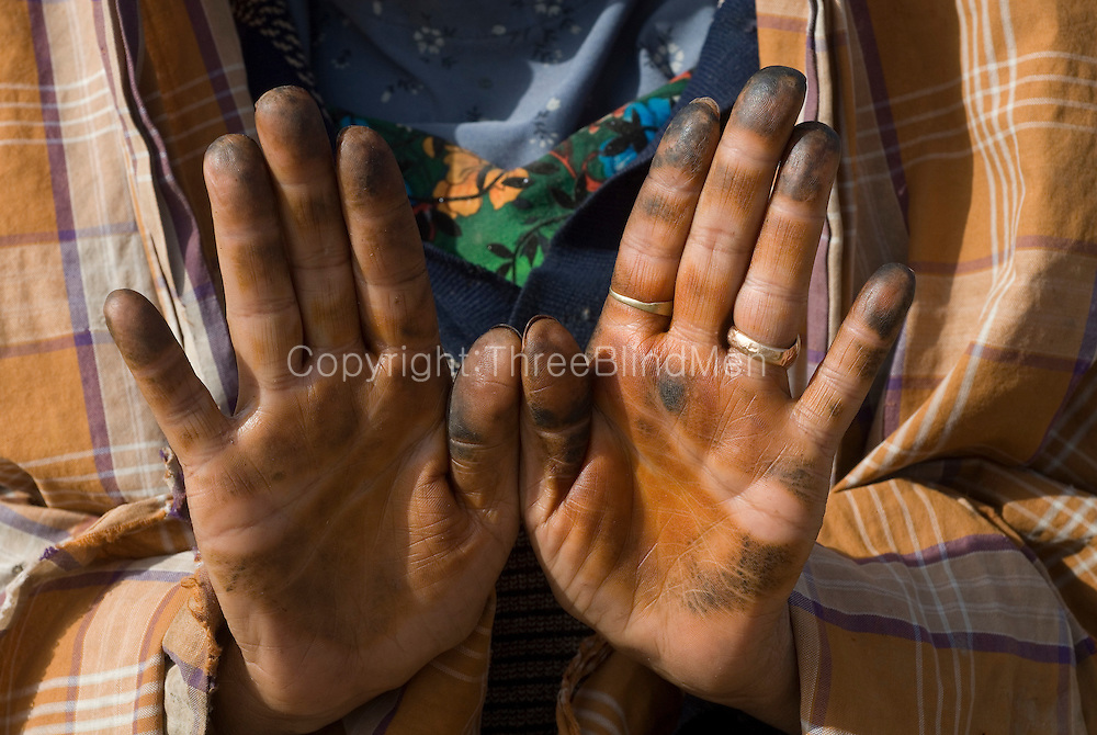 Yemen Bait Baus Hands With Henna A Near Abandoned Village