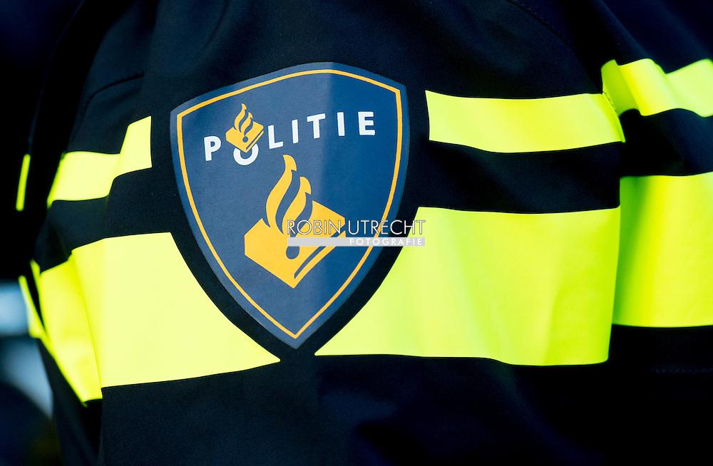 amsterdam politie politieagenten op straat met wapen dienstwapen , . copyright robin utrecht