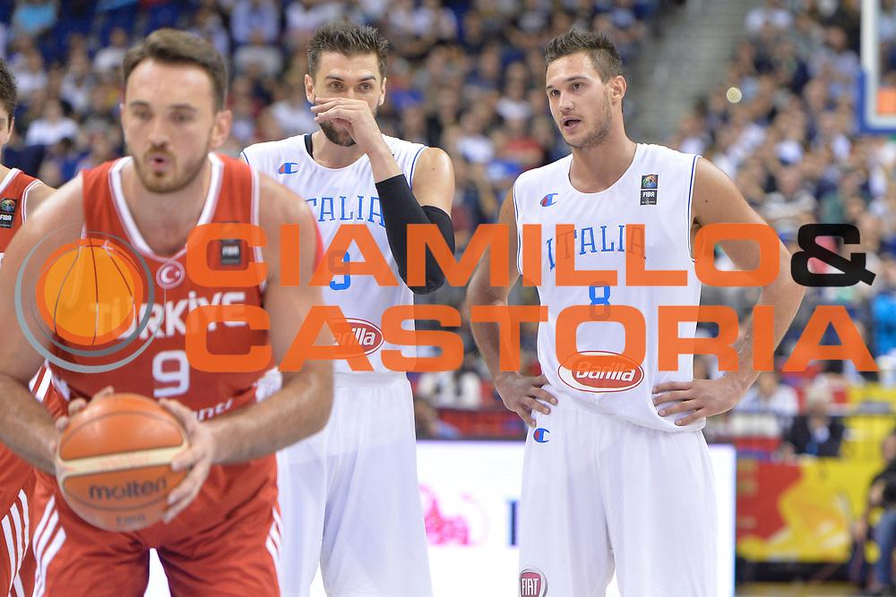DESCRIZIONE : Berlino Berlin Eurobasket 2015 Group B Turkey Italy <br /> GIOCATORE :Danilo Gallinari Andrea Bargnani <br /> CATEGORIA :fair Play<br /> SQUADRA :  Italy<br /> EVENTO : Eurobasket 2015 Group B <br /> GARA : Turkey Italy<br /> DATA : 05/09/2015 <br /> SPORT : Pallacanestro <br /> AUTORE : Agenzia Ciamillo-Castoria/Mancini Ivan<br /> Galleria : Eurobasket 2015 <br /> Fotonotizia : Berlino Berlin Eurobasket 2015 Group B Turkey Italy