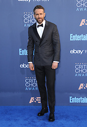 Ryan Reynolds  bei der Verleihung der 22. Critics' Choice Awards in Los Angeles / 111216